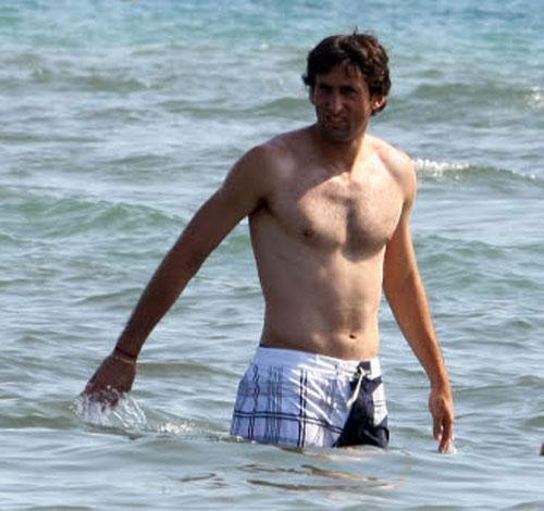 Diego Milito in spiaggia a Forte dei Marmi