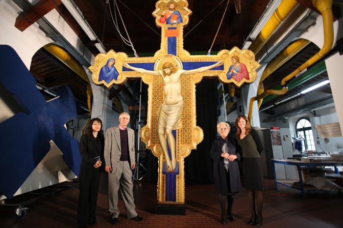 Finito il restauro della croce di Ognissanti. Il 6 novembre torna nella chiesa, dove l'aveva voluta il pittore