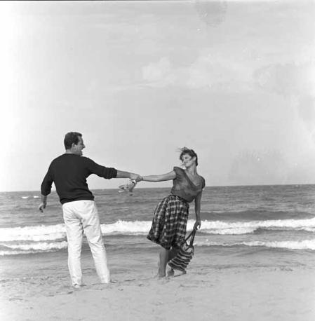 La ragazza con la valigia di Valerio Zurlino (1960). Riccardo Garrone, Claudia Cardinale [ph. Lorenzo Papi]