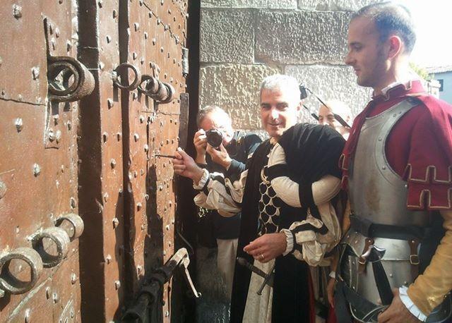 L 39 apertura della porta come secoli fa corrierefiorentino - Aprire una porta senza chiavi ...
