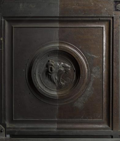 Era dorata anche la porta Nord del Battistero di Firenze, realizzata, nel 400, da Lorenzo Ghiberti, prima di quella, divenuta ancora più celebre, del Paradiso. È quanto sta emergendo con l'avanzamento dei lavori di restauro, effettuato dagli specialisti dell'Opificio delle Pietre dure sul monumento: sotto da sotto lo sporco e le incrostazioni superficiali di secoli è riemersa la splendida doratura originale presente nei rilievi scultorei delle 28 formelle, nelle testine di Profeti e Sibille e nel bellissimo fregio a motivi vegetali brulicante di piccoli animali. La porta Nord fu costruita tra il 1403-1424: a differenza della successiva Porta del Paradiso la doratura ad amalgama di mercurio fu eseguita solo sui rilievi scultorei lasciando il fondo bronzeo. Ad oggi sono due le formelle recuperate, ad opera dell'Opificio delle Pietre Dure, Il Battesimo di Cristo e le Tentazioni di Cristo, mentre sono in corso di pulitura le altre 26 con Scene del Nuovo Testamento, Evangelisti e Dottori della Chiesa, così come le 47 testine di Profeti e Sibille nel telaio, tra cui l'autoritratto del Ghiberti con turbante, e il fregio con foglie di edera, bacche e piccoli animali: insetti, rettili e molluschi.