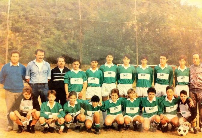 Provate a indovinare, qual è Matteo Renzi? Ebbene fra i piccoli giocatori della Rignanese, anni '80, c'è anche il sindaco di Firenze, segretario del Pd. Che non ha mai perso la sua passione per il calcio. Non solo da tifoso, ma anche da giocatore, nella squadra del consiglio comunale