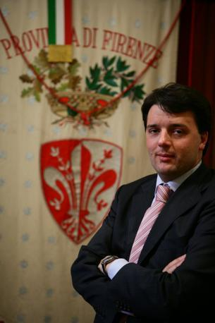 Correva l'anno 2004. Matteo Renzi, dopo essere stato segretario dei giovani Popolari e aver partecipato al comitato elettorale dell'Ulivo, assume il suo primo incarico istituzionale: presidente della Provincia di Firenze. E diventa così il presidente più giovane d'Italia, a soli 29 anni