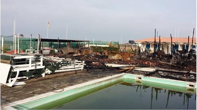 Rogo nella notte distrutti due bagni a viareggio - Bagno milano viareggio ...