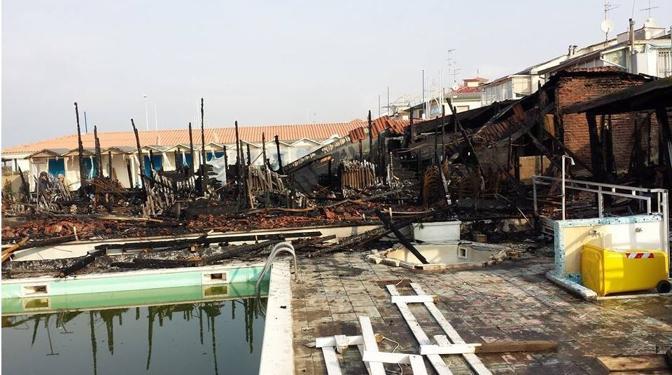 Rogo nella notte distrutti due bagni a viareggio corrierefiorentino - Bagno amedea viareggio ...