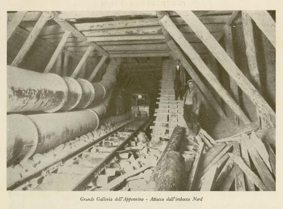 La realizzazione della galleria richiese 11 anni di lavoro. Fu inaugurata, assieme alla intera linea ferroviaria