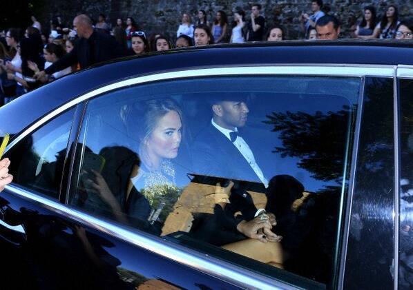 Il cantante John Legend e la moglie Chrissy Teigen all'arrivo al Forte Belvedere