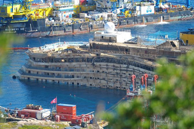 Il 17 settembre alle 4 del mattino l'allineamento si è concluso dopo circa 19 ore e Franco Gabrielli, capo del Dipartimento della Protezione Civile, ha annunciato la fine delle operazioni per il raddrizzamento della nave dopo una rotazione di 65 grad