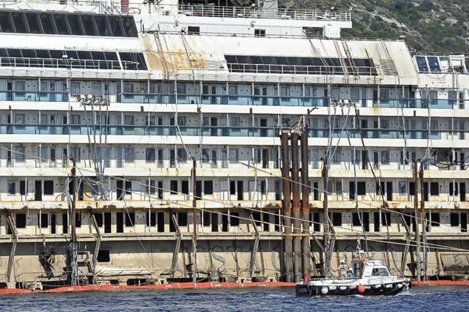 Il viaggio dal Giglio a Genova sarà lungo 200 miglia nautiche, 370 chilometri, e durerà cinque giorni ad una velocità media di 2,5 miglia l'ora.