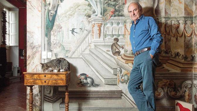 Si chiama «Topo» ma è il gatto ribelle dell'imprenditore fiorentino Mario Luca Giusti. Si potrebbe quasi definire un rapporto tra due coinquilini il loro, che abitano nello stesso spazio  che si cercano quando hanno bisogno l'uno dell'altro ma che non vivono in simbiosi. Uno è il re delle stoviglie in acrilico, è il padrone di casa, l'altro anche.