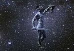 Il corteo silenzioso  - In queste notti invernali, nella parte più alta della volta celeste, sfila il corteo silenzioso dei protagonisti di un mito antico: la vanitosa regina Cassiopea, il re Cefeo, la giovane principessa Andromeda, e l'eroe Perseo. Alla costellazione del leggendario uccisore della gorgone Medusa appartiene la stella più inquietante del firmamento, Algol (in arabo «la testa del mostro») la cui luminosità varia come un occhio che si apre e si chiude ammiccando minacciosamente. In questa immagine, Algol è indicata dalla punta della spada dell'eroe che ancora oggi dalla Loggia dei Lanzi mostra il macabro trofeo. (Daniele Galli Crediti: Roberto Baglioni). GUARDA LE IMMAGINI SUL SITO DELL'OSSERVATORIO DI ARCETRI