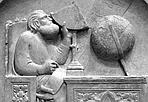 Il primo astronomo  - Da 700 anni Gionito, figlio di Noè e inventore dell'astronomia, misura l'altezza degli astri nel cielo di Firenze dal campanile di Giotto, servendosi di un quadrante e di un globo celeste. Un allievo di Andrea Pisano lo ha rappresentato in questa formella sullo sfondo delle costellazioni del Capricorno, dell'Acquario e dei Pesci a indicare il passaggio dall'inverno alla primavera. La formella è inserita in un ciclo figurativo che illustra simbolicamente l'evoluzione spirituale dell'uomo, creato dal fango ma destinato ad elevarsi fino al cielo attraverso lo sviluppo delle arti. (Daniele Galli, Credito: I. Traube) GUARDA LE IMMAGINI SUL SITO DELL'OSSERVATORIO DI ARCETRI