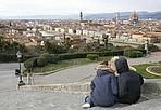 San Valentino - Due giovani innamorati guardano Firenze dall'alto... prove di San Valentino!