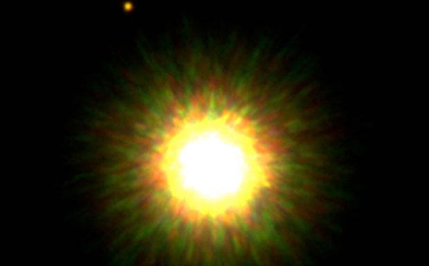 La stella e il pianeta - Riprendere un pianeta attorno a una stella di tipo solare è una delle più ardue sfide tecnologiche. Fino a poco tempo fa era ritenuto impossibile con i telescopi disponibili. Il problema è l'enorme contrasto di luminosità stella-pianeta che, anche per oggetti grandi come Giove, ha reso impossibile la rivelazione diretta di sistemi planetari extrasolari. La foto dimostra come l'ottica adattiva ha infranto questa barriera. Il pianeta è il puntino luminoso in alto a sinistra, otto volte più grande di Giove e in orbita attorno a una stella della costellazione dello Scorpione a 500 anni luce dalla Terra. (Francesco Palla Credito: Gemini Observatory) GUARDA LE IMMAGINI SUL SITO DELL'OSSERVATORIO DI ARCETRI