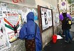 Il 25 aprile - In occasione delle festa di Liberazione, alcuni ragazzi, si sono armati di secchiello e paletta e hanno girato in città per togliere dai muri cartelloni e scritte inneggianti al fascismo o al nazismo. Un altro modo per festeggiare il 25 aprile