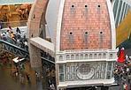 Florence in Shanghai - Fa quasi effetto vedere il cupolone - che di solito i fiorentini guardano con il naso all'insù - al chiuso di un padiglione, sezionato come se fosse un'arancia. Grazie ai miracoli della tecnologia la cupola del Brunelleschi è arrivata fino a Shanghai, dove fa bella mostra di sè all'Expo 2010. Quando si dice, Florence in the world.