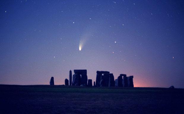 Cometa Hale Bopp su Stonehenge
