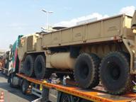 Blindato militare in bilico sul camion blocca la Firenze-Pisa-Livorno