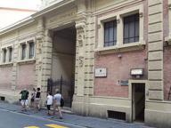 Firenze, chiudono i bagni comunali, il frate-vescovo di Santo Spirito: «Ci rimettono i poveri»