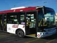 Sale sul bus senza biglietto poi prende a pugni l'autista