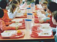 Lucca, niente pasto da casa a scuola E lo scontro finisce in procura