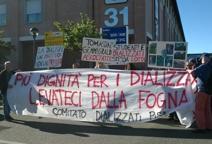 Pisa, presidio dei pazienti dializzati: «Locali non adatti, spostateci»