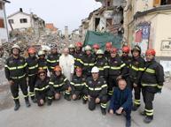 «Papa Francesco ad Amatrice E quella foto con noi vigili del fuoco»