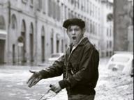 Alluvione di Firenze: si cerca il ragazzo protagonista dello scatto d'autore