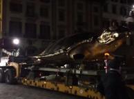 Firenze, la tartaruga gigante di Fabre dice addio a piazza Signoria