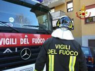Cascina, incendio in una baracca Evacuata una scuola elementare