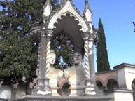 Viaggio al Cimitero degli Allori «Il mondo a Firenze? È qui»