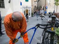 Firenze, rimosse bici in piazza Santo Spirito e piazza della Passera