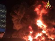 Porto di Piombino, incendio all'alba In fumo merce pronta per l'imbarco