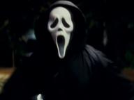 Figline, indossa la maschera horror e tenta di violentare due donne