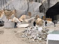 Carrara, un'altra vittima nelle cave Operaio travolto da un lastrone