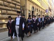 Tocchi e toghe, la sfilata dei neolaureati per le strade di Firenze
