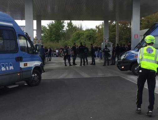 Pisa-Brescia, scontri tra tifosi: sei feriti, fermati 40 toscani