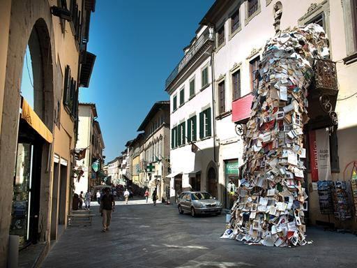 Icastica va a Prato, tra le polemiche