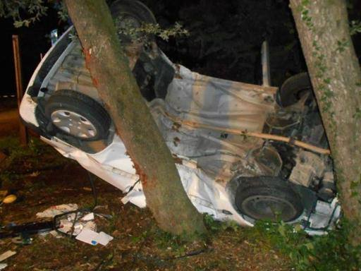 Pietrasanta, incidente mortale: muore 26 enne. Grave l'amica