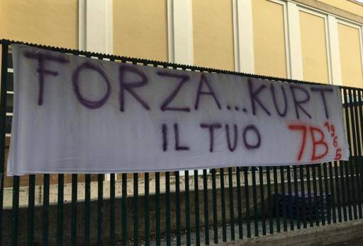 «Forza Kurt», lo striscione dei tifosi viola per la leggenda della Fiorentina