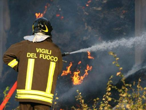 Progetto Fuoco Scaldarsi D Innovazione : Grosseto accende fuoco per scaldarsi cacciatore muore